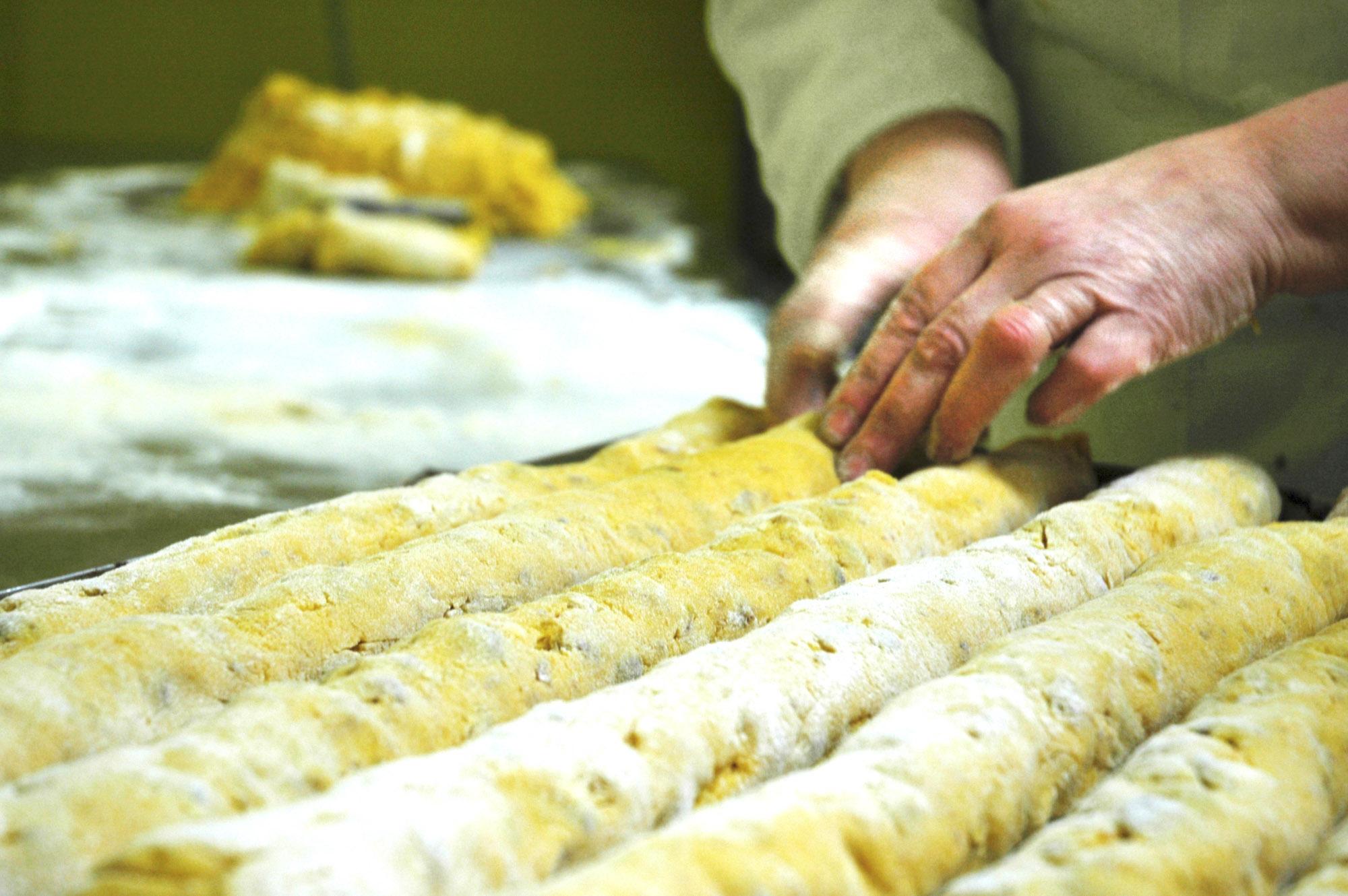 Cantucci bakken in bakkerij Pany da Lory Florence Italië landgoedwinkel Landrucci