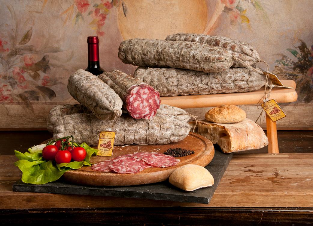 De Italiaanse salami van familiebedrijf Gamba Edoardo bij de Italiaanse landgoedwinkel Landrucci pure producten